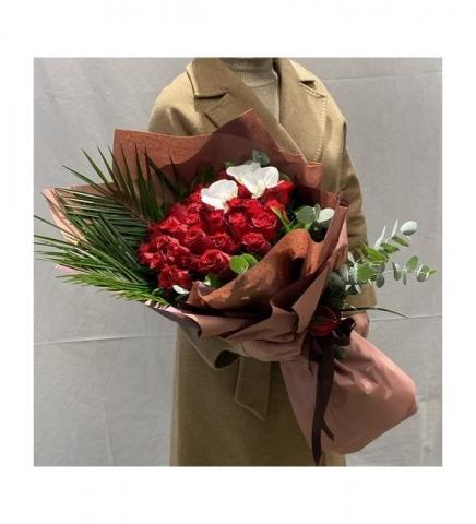 Kırmızı Orkideli Gül Buketi