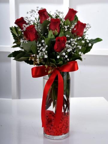 Cam Vazoda Kırmızı Güller 1